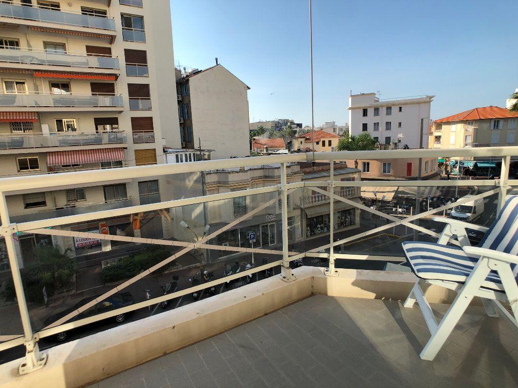 Appartement à vendre 2 53m2 à Juan-les-Pins - Antibes vignette-4