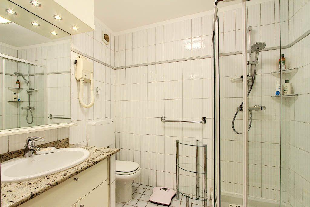 Appartement à vendre 2 53m2 à Juan-les-Pins - Antibes vignette-5