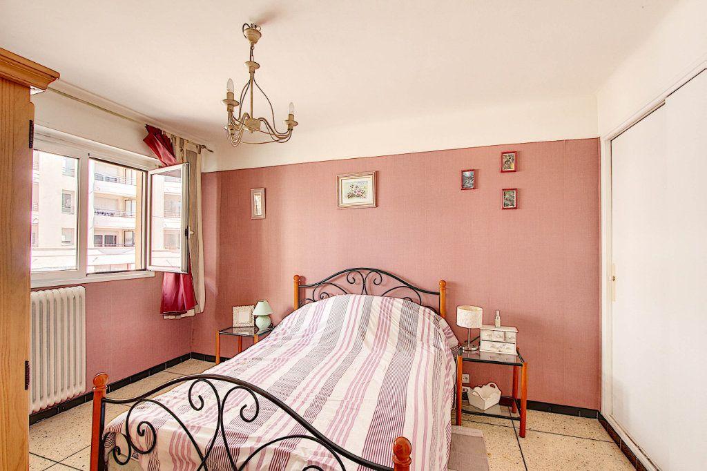 Appartement à vendre 2 54.21m2 à Antibes vignette-4