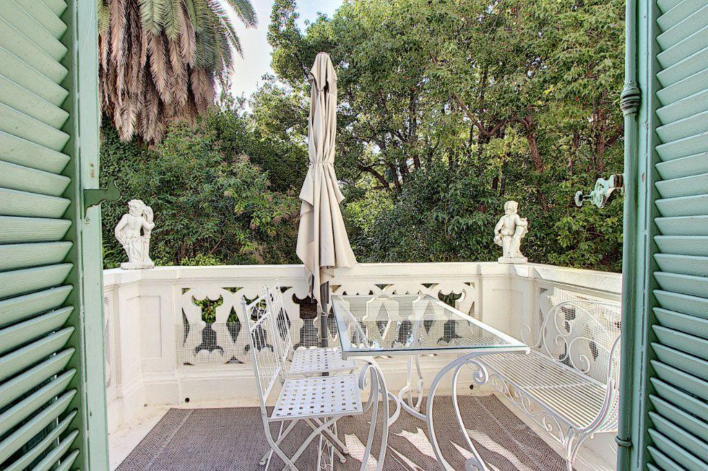 Appartement à vendre 3 103.37m2 à Cannes vignette-2