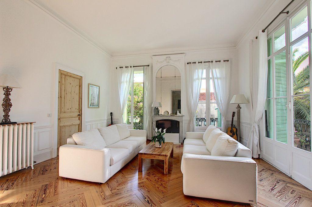 Appartement à vendre 3 103.37m2 à Cannes vignette-4