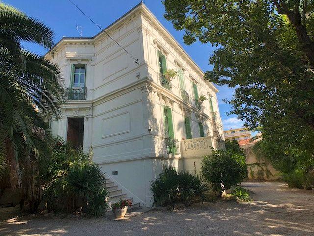 Appartement à vendre 3 103.37m2 à Cannes vignette-11