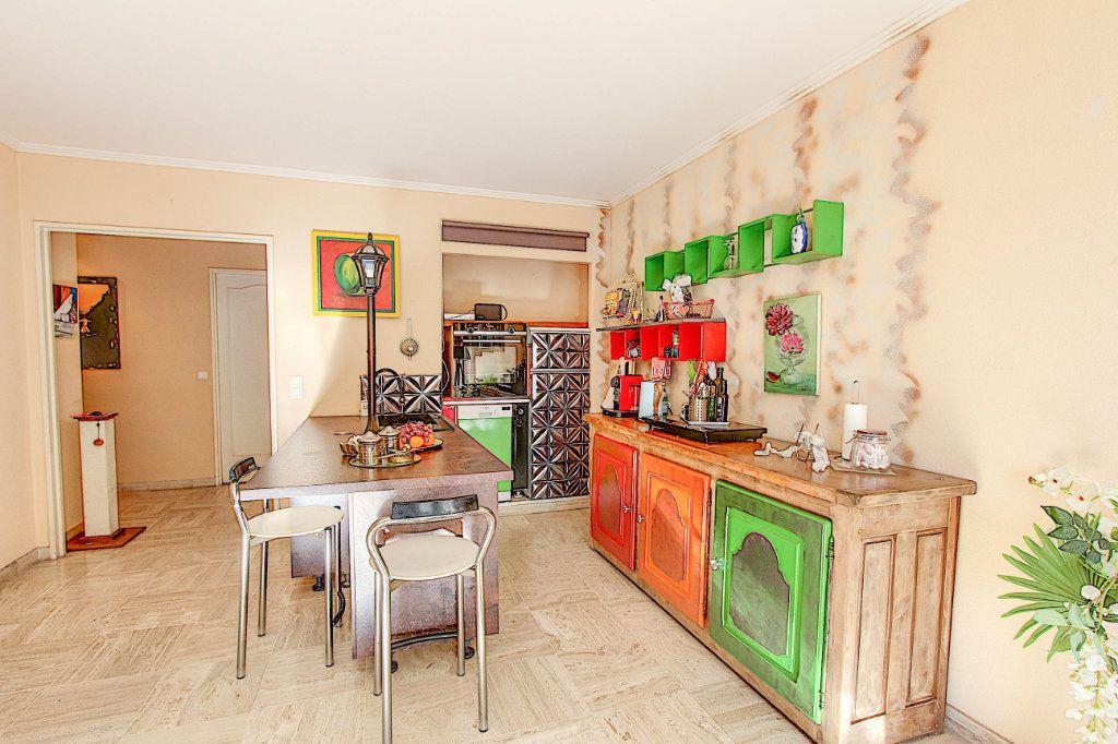 Appartement à vendre 3 73m2 à Juan-les-Pins - Antibes vignette-4