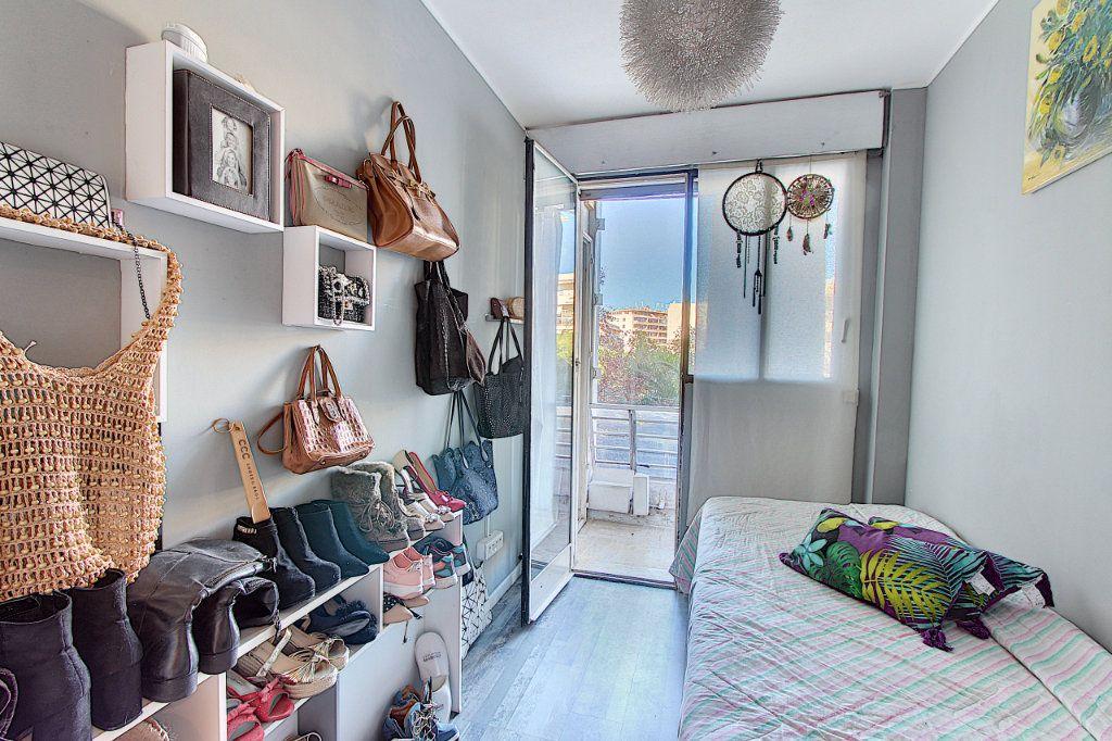 Appartement à vendre 3 73m2 à Juan-les-Pins - Antibes vignette-9