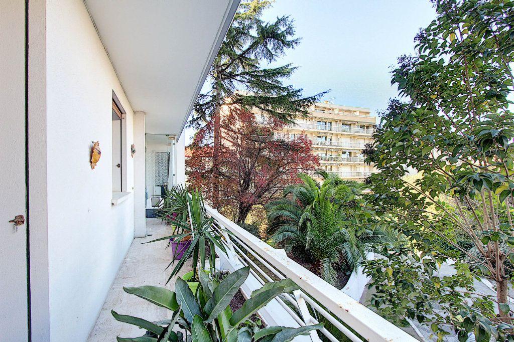 Appartement à vendre 3 73m2 à Juan-les-Pins - Antibes vignette-10
