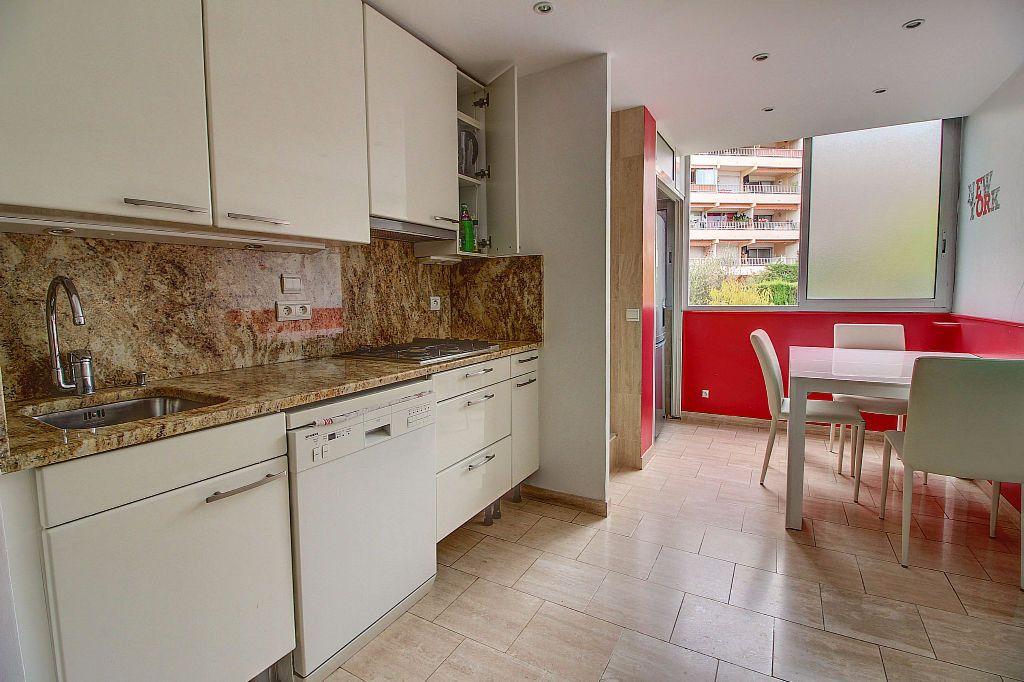 Appartement à vendre 4 140.22m2 à Antibes vignette-5