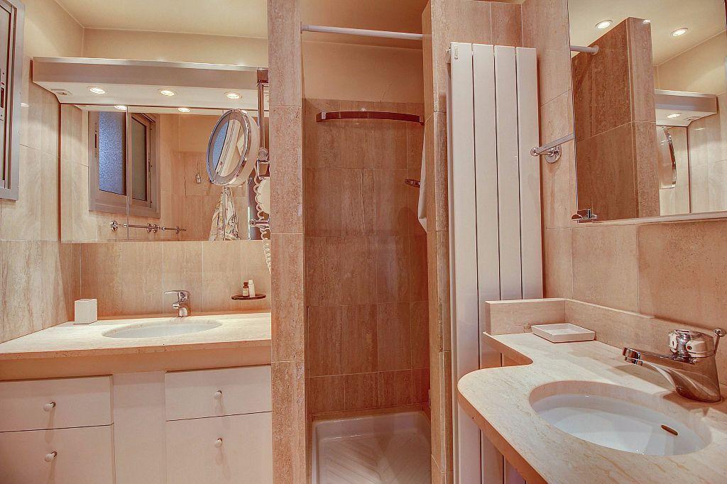 Appartement à vendre 4 140.22m2 à Antibes vignette-9