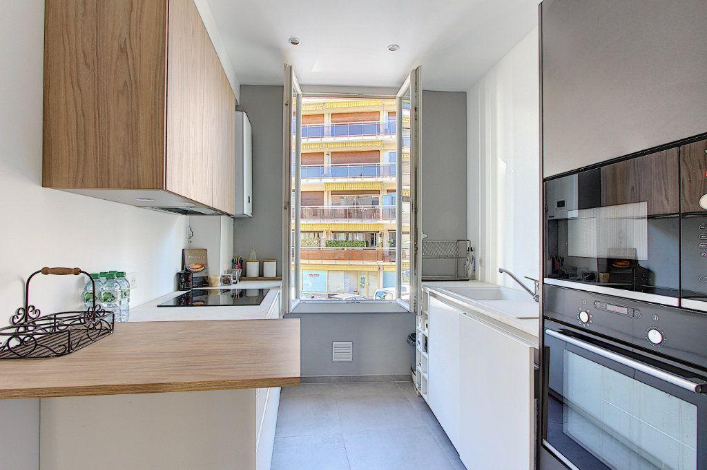 Appartement à vendre 3 68m2 à Juan-les-Pins - Antibes vignette-2
