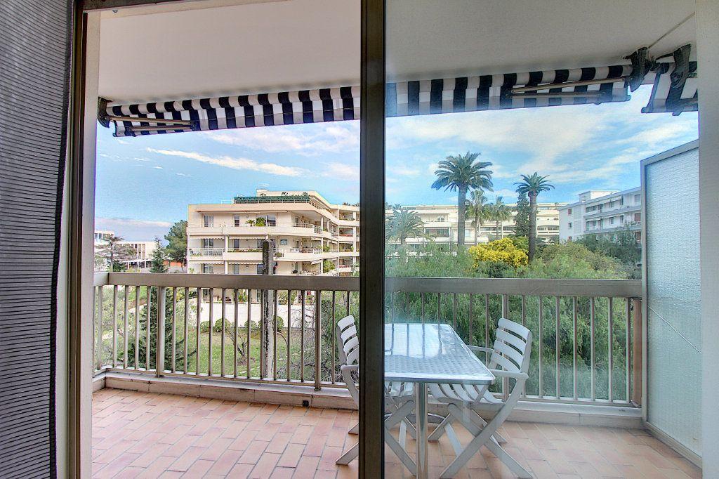 Appartement à vendre 3 73.77m2 à Juan-les-Pins - Antibes vignette-2