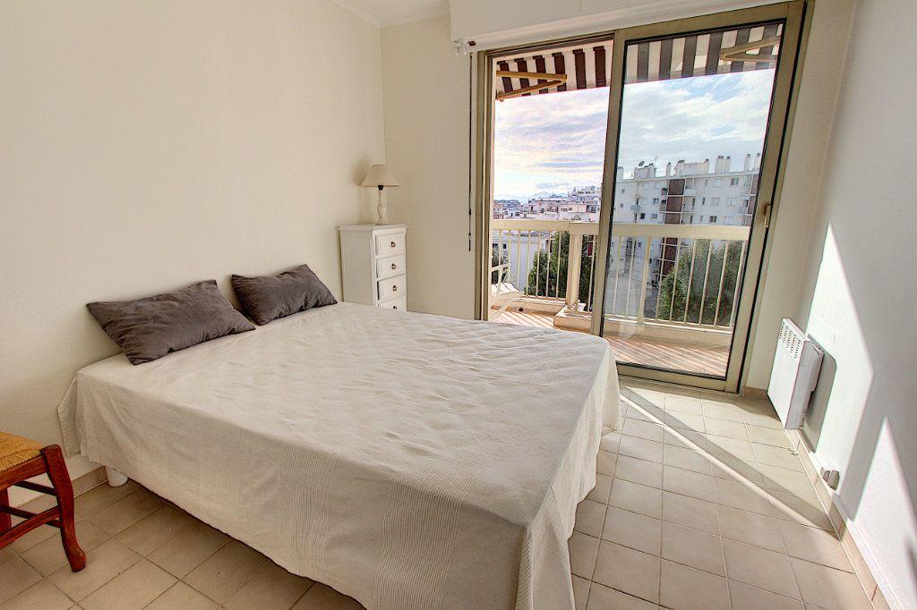 Appartement à vendre 3 73.77m2 à Juan-les-Pins - Antibes vignette-3