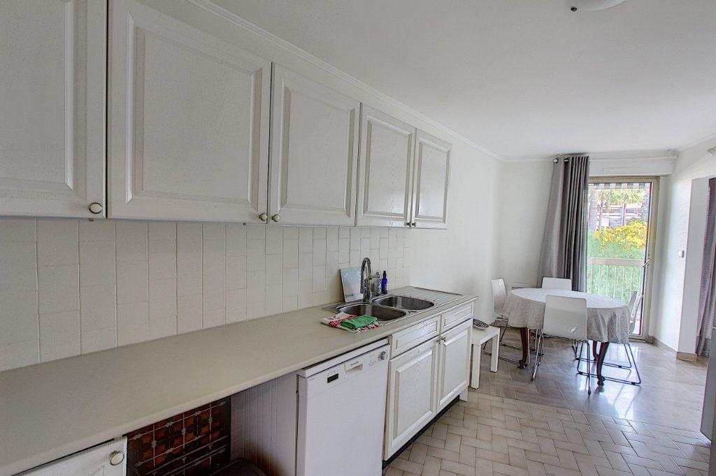Appartement à vendre 3 73.77m2 à Juan-les-Pins - Antibes vignette-4