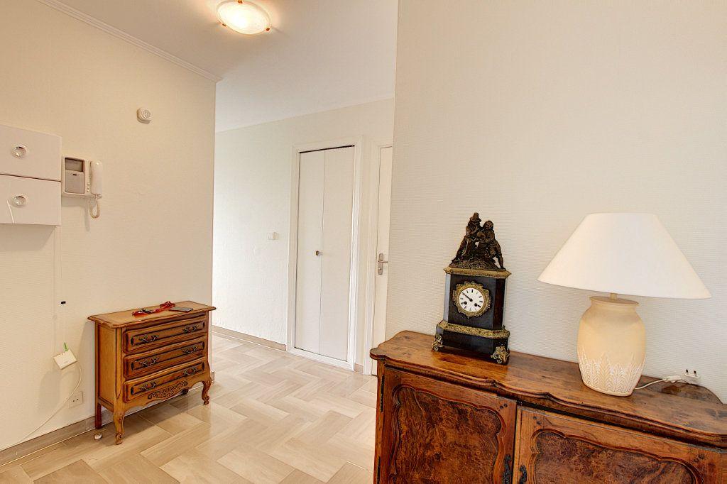 Appartement à vendre 3 73.77m2 à Juan-les-Pins - Antibes vignette-5