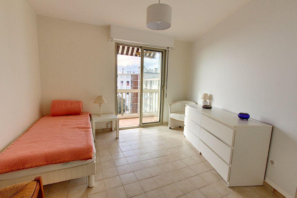 Appartement à vendre 3 73.77m2 à Juan-les-Pins - Antibes vignette-7
