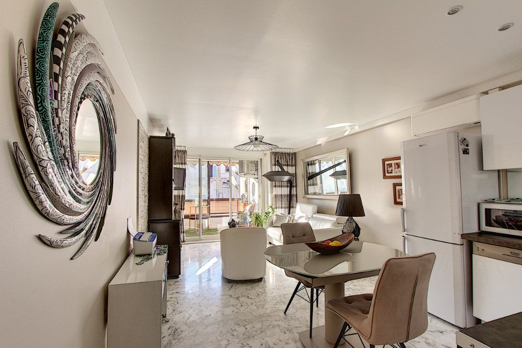 Appartement à vendre 1 42m2 à Juan-les-Pins - Antibes vignette-2