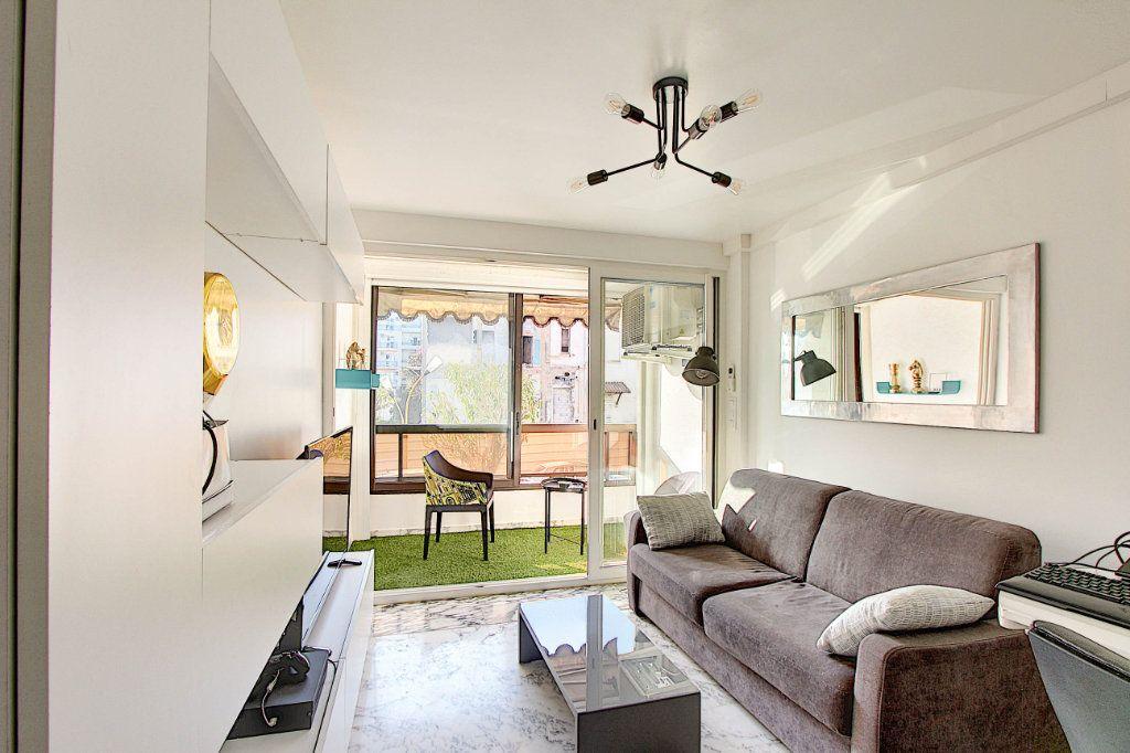 Appartement à vendre 1 31m2 à Juan-les-Pins - Antibes vignette-1