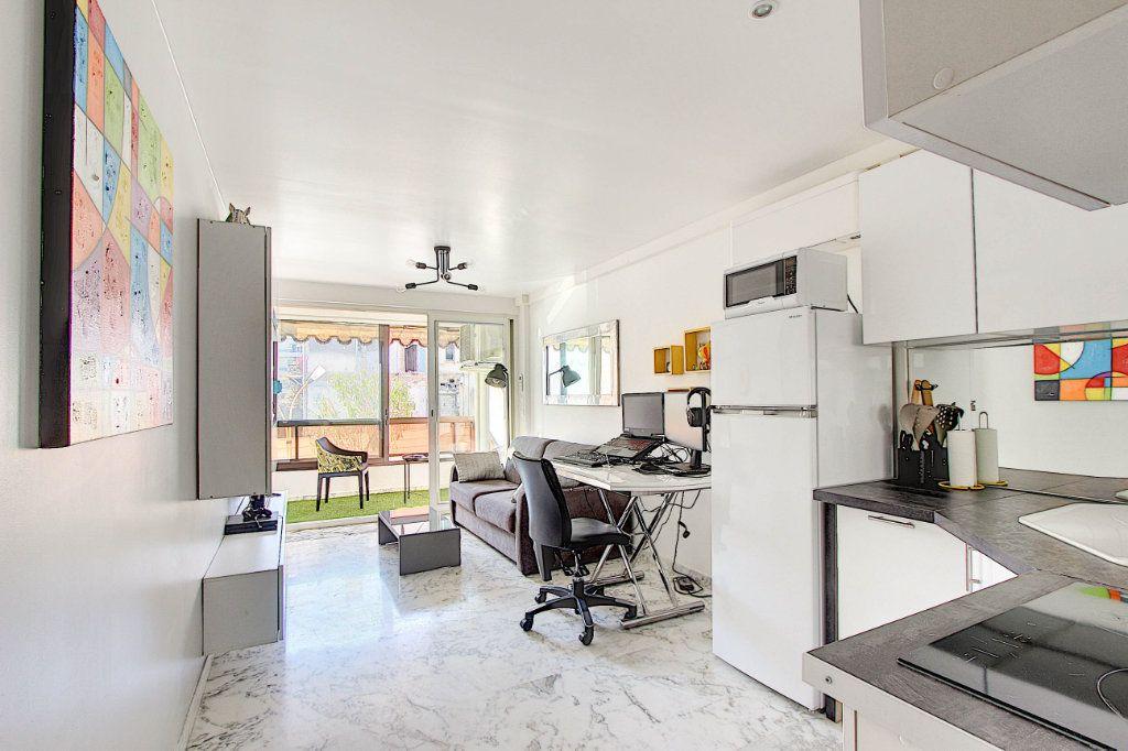 Appartement à vendre 1 31m2 à Juan-les-Pins - Antibes vignette-4