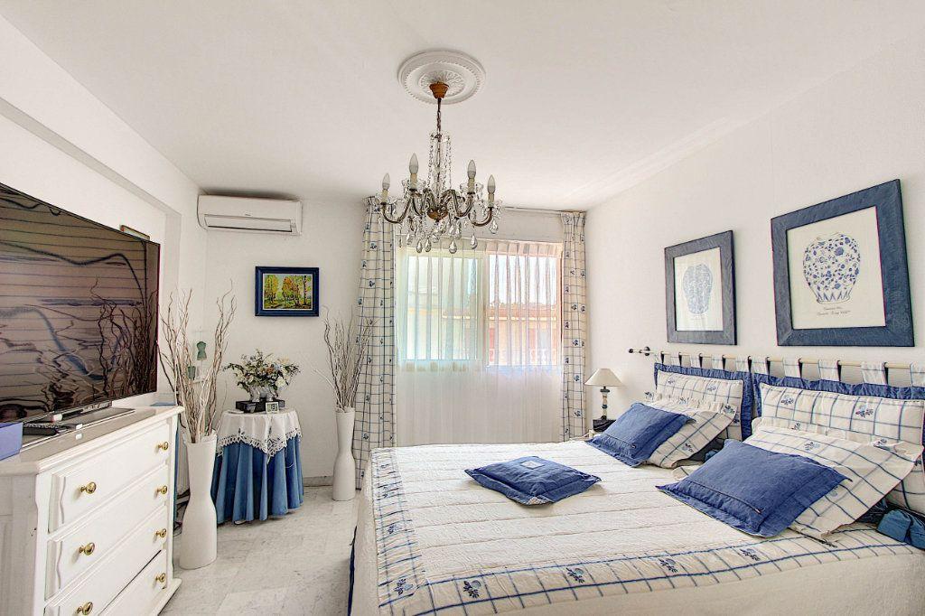 Appartement à vendre 3 86.92m2 à Juan-les-Pins - Antibes vignette-4