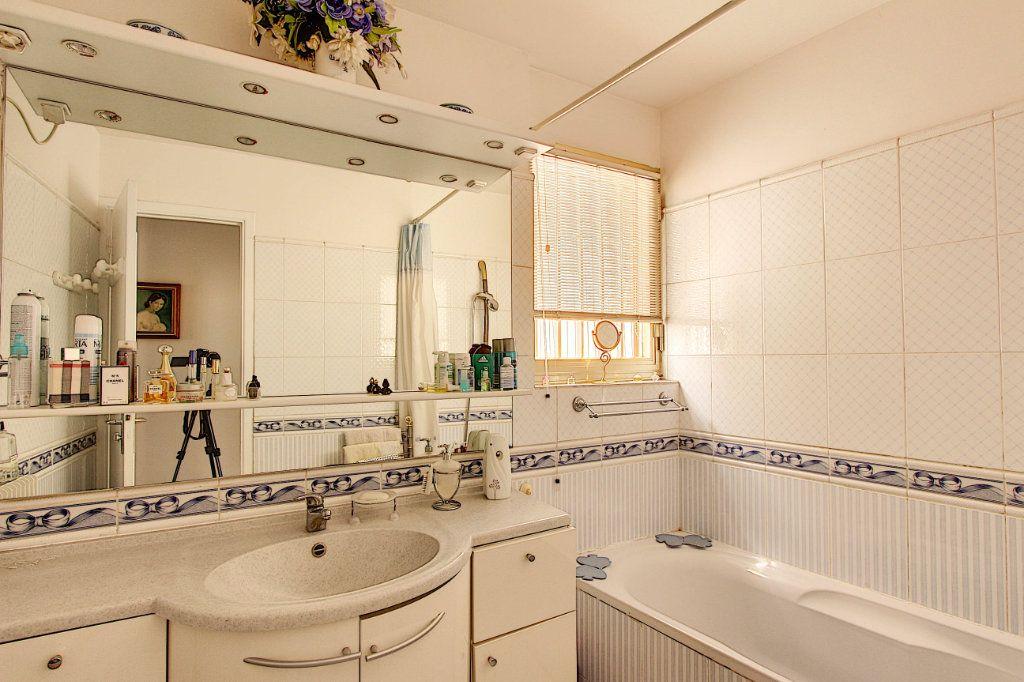 Appartement à vendre 3 86.92m2 à Juan-les-Pins - Antibes vignette-5