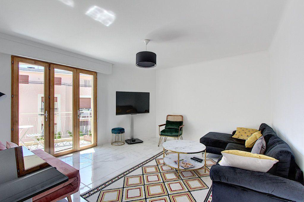 Appartement à vendre 3 62m2 à Juan-les-Pins - Antibes vignette-1
