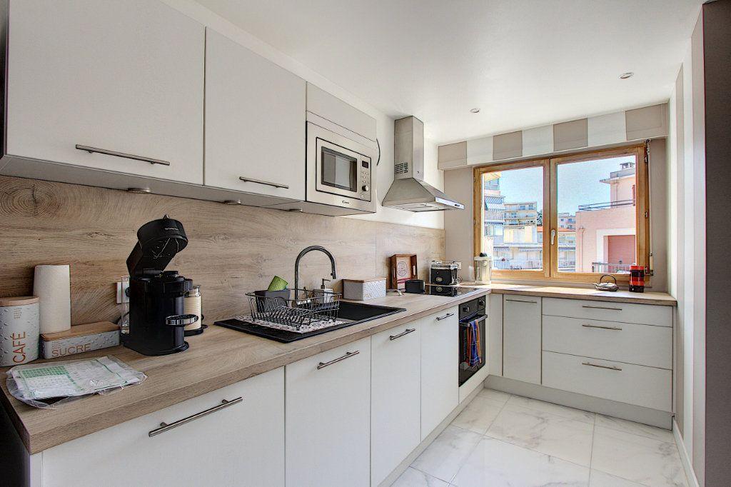 Appartement à vendre 3 62m2 à Juan-les-Pins - Antibes vignette-2