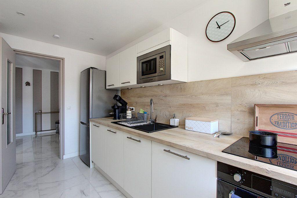 Appartement à vendre 3 62m2 à Juan-les-Pins - Antibes vignette-3