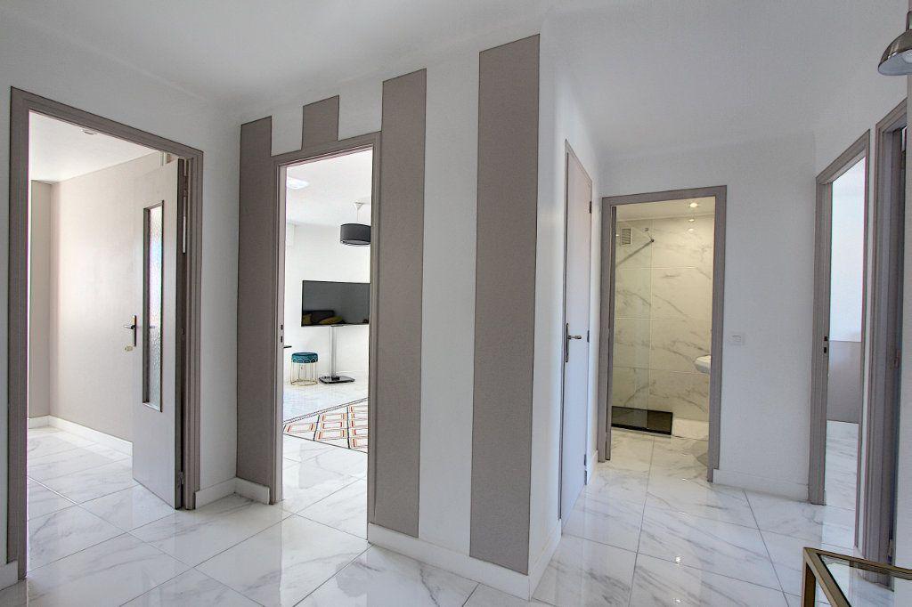 Appartement à vendre 3 62m2 à Juan-les-Pins - Antibes vignette-4