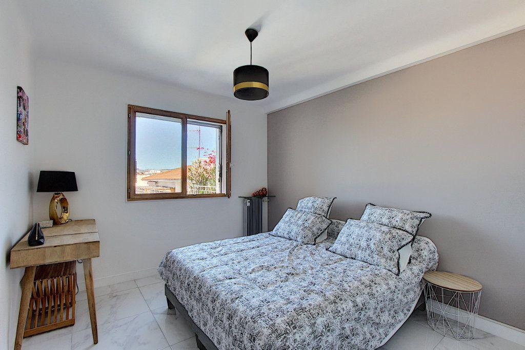 Appartement à vendre 3 62m2 à Juan-les-Pins - Antibes vignette-6