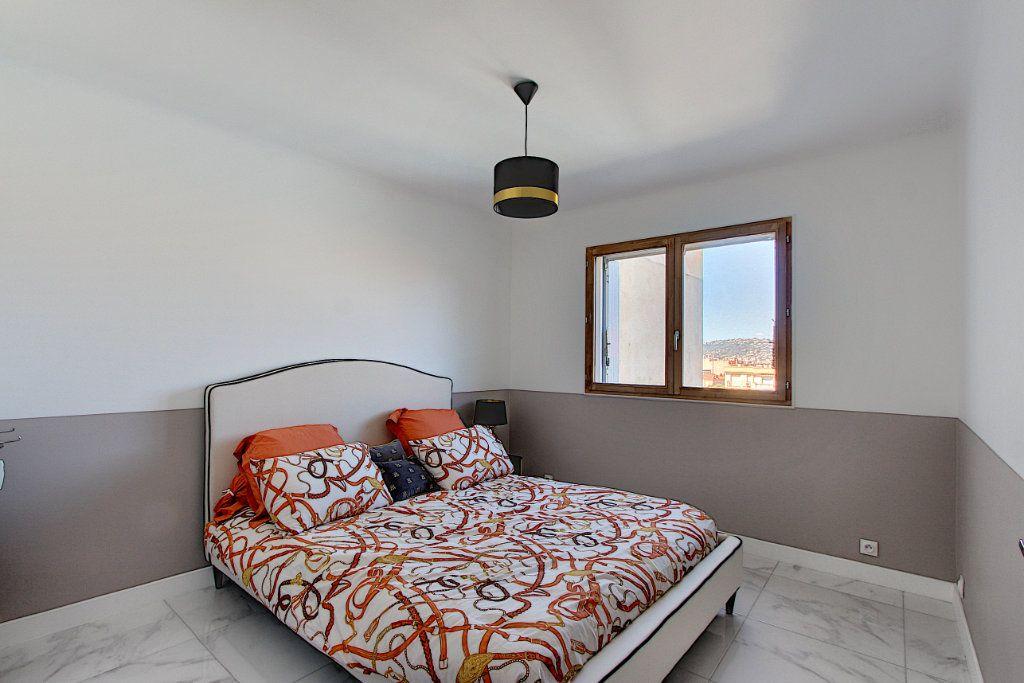 Appartement à vendre 3 62m2 à Juan-les-Pins - Antibes vignette-7