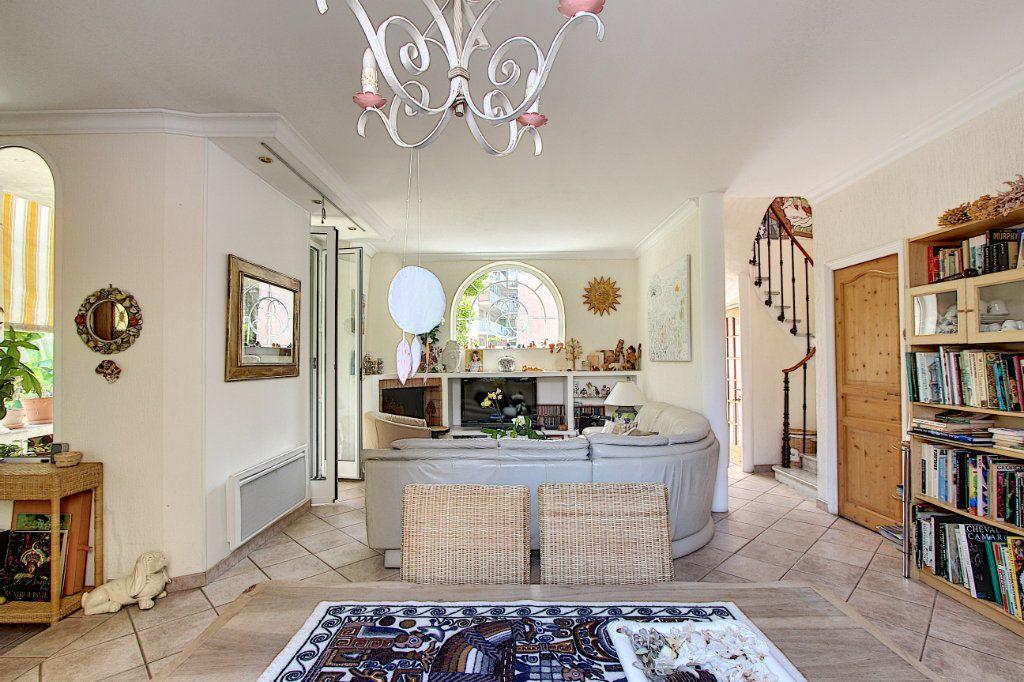 Maison à vendre 5 129.42m2 à Juan-les-Pins - Antibes vignette-1