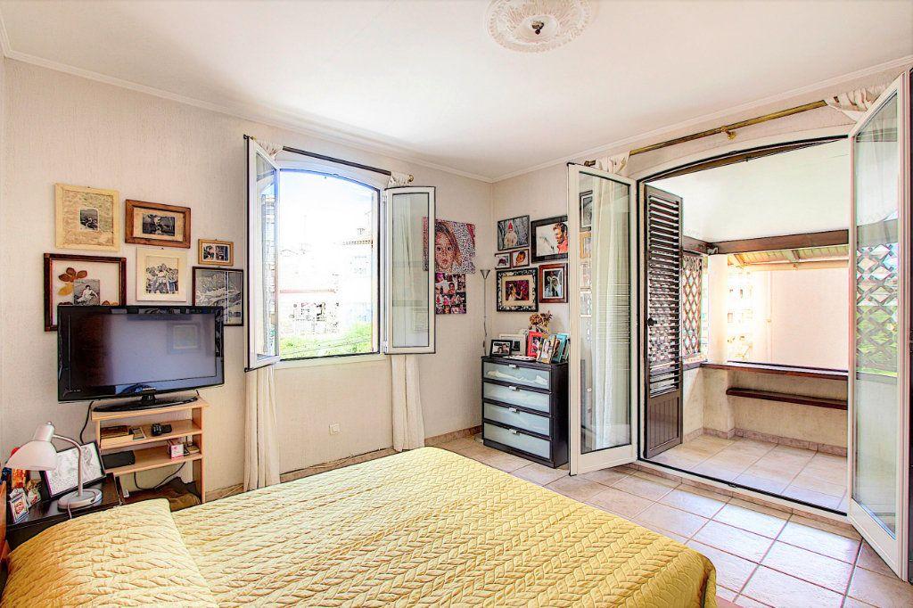Maison à vendre 5 129.42m2 à Juan-les-Pins - Antibes vignette-5