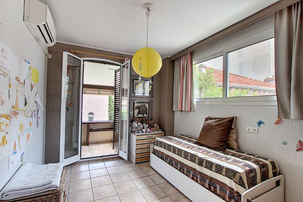 Maison à vendre 5 129.42m2 à Juan-les-Pins - Antibes vignette-6