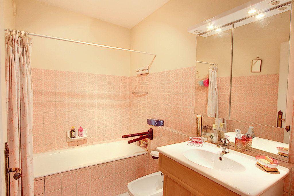 Appartement à vendre 4 89.7m2 à Juan-les-Pins - Antibes vignette-7