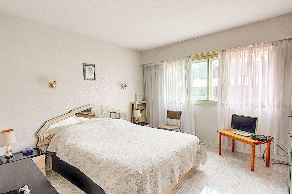 Appartement à vendre 4 89.7m2 à Juan-les-Pins - Antibes vignette-8