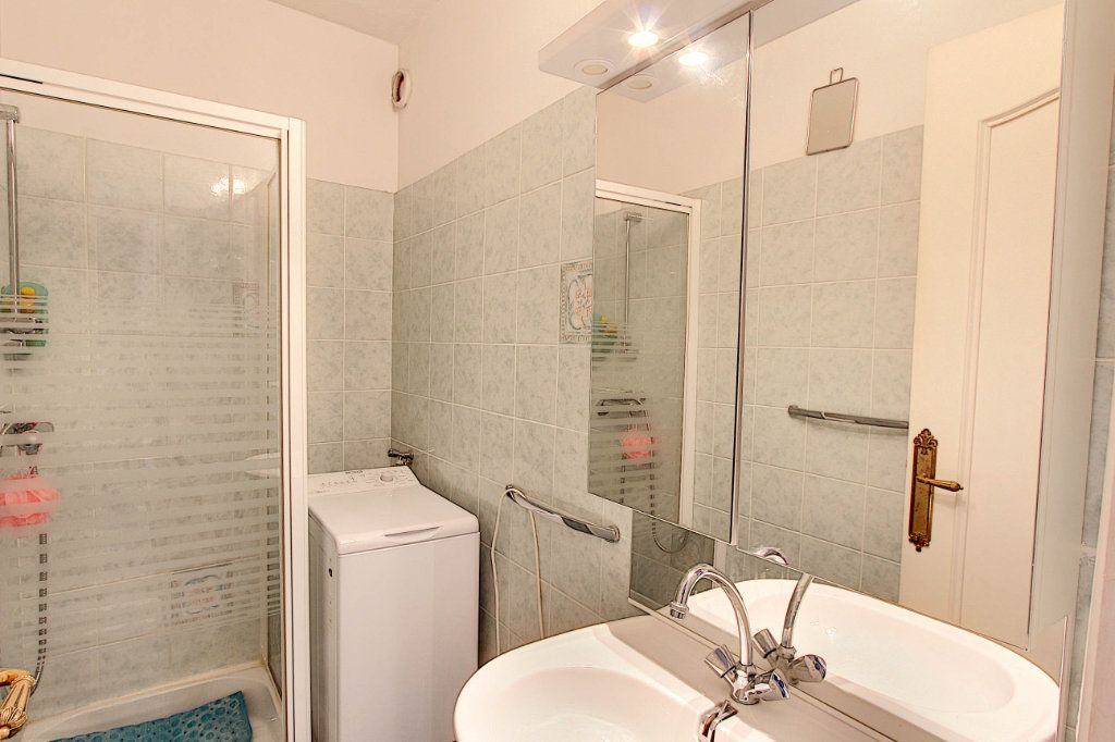 Appartement à vendre 4 89.7m2 à Juan-les-Pins - Antibes vignette-9