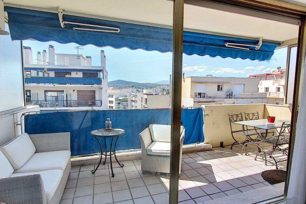 Appartement à vendre 2 62m2 à Juan-les-Pins - Antibes vignette-1