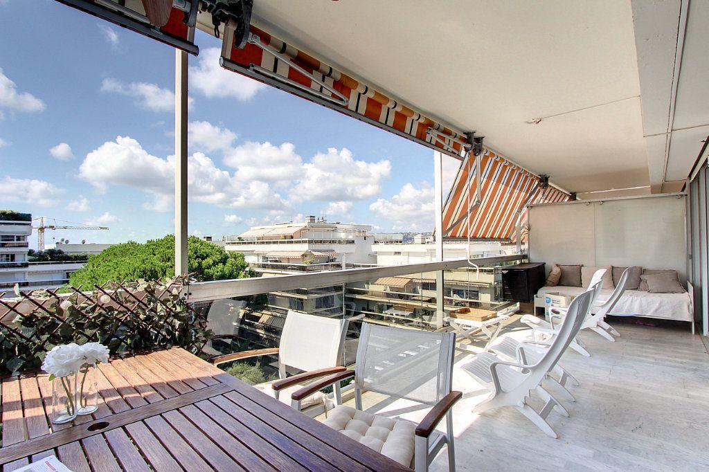 Appartement à vendre 4 81.68m2 à Juan-les-Pins - Antibes vignette-1