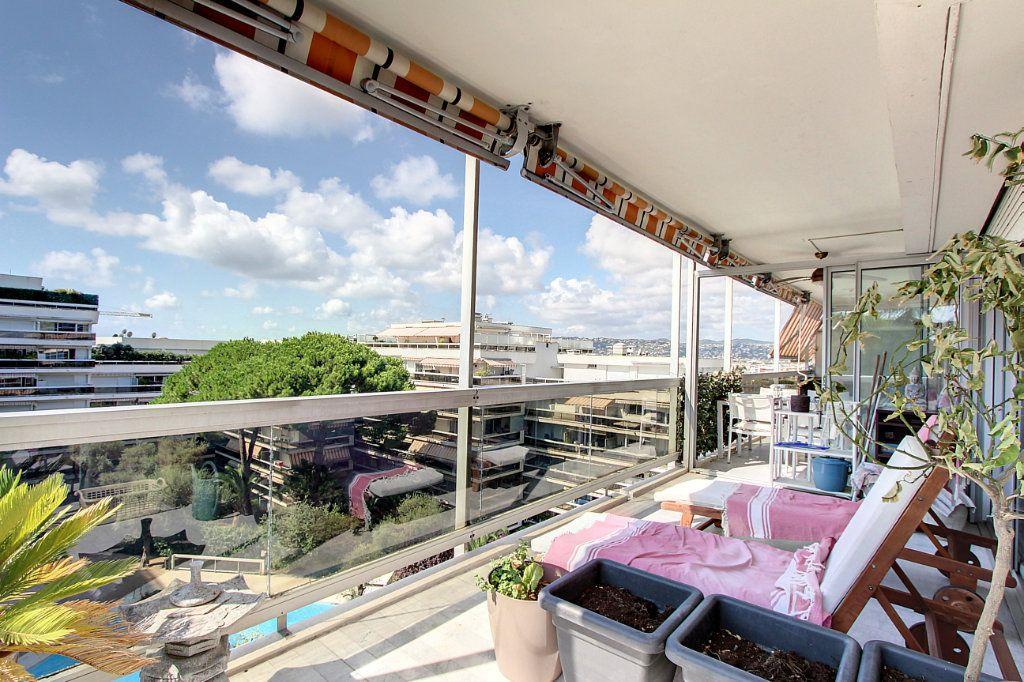 Appartement à vendre 4 81.68m2 à Juan-les-Pins - Antibes vignette-2