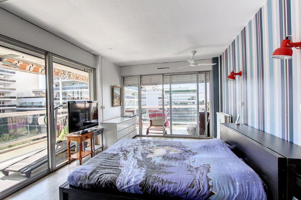 Appartement à vendre 4 81.68m2 à Juan-les-Pins - Antibes vignette-4