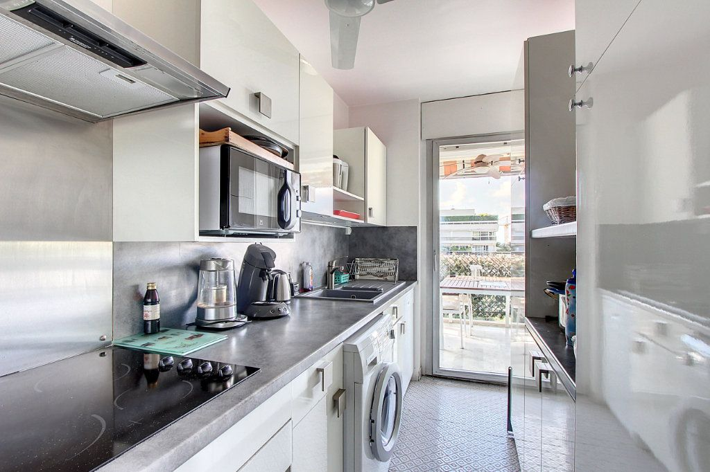Appartement à vendre 4 81.68m2 à Juan-les-Pins - Antibes vignette-5