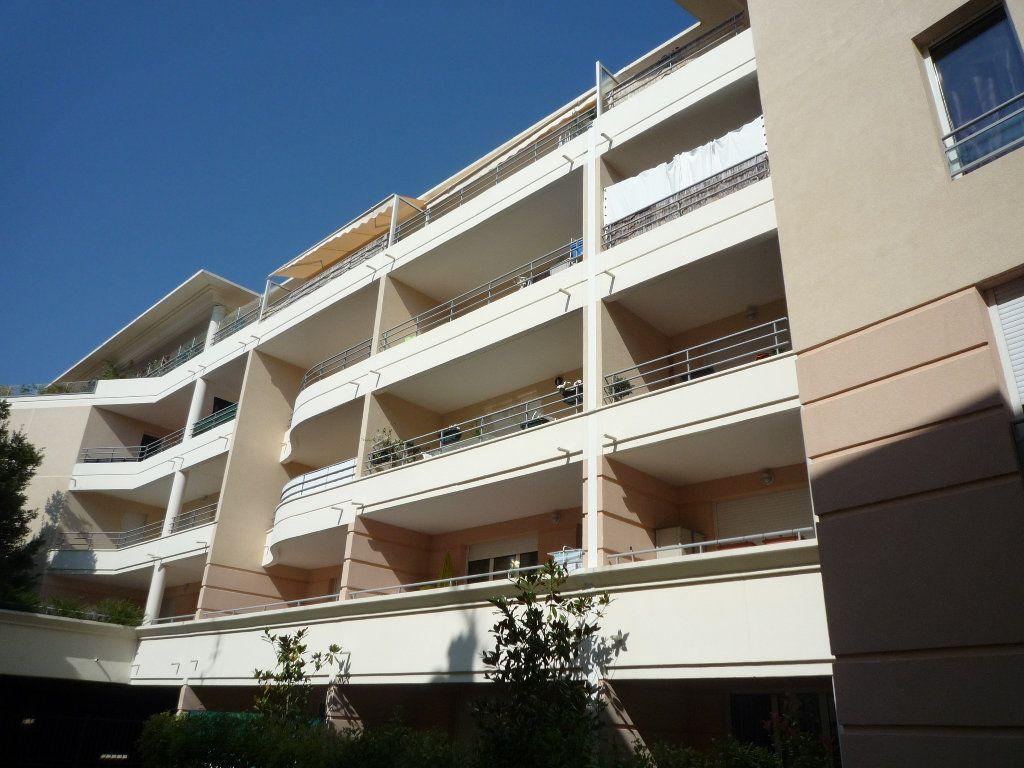 Appartement à louer 3 67.21m2 à Vallauris vignette-1