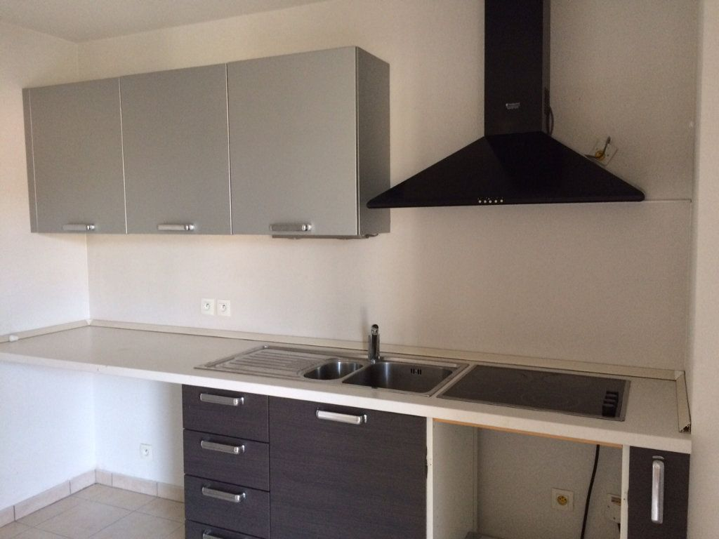 Appartement à louer 3 67.21m2 à Vallauris vignette-3
