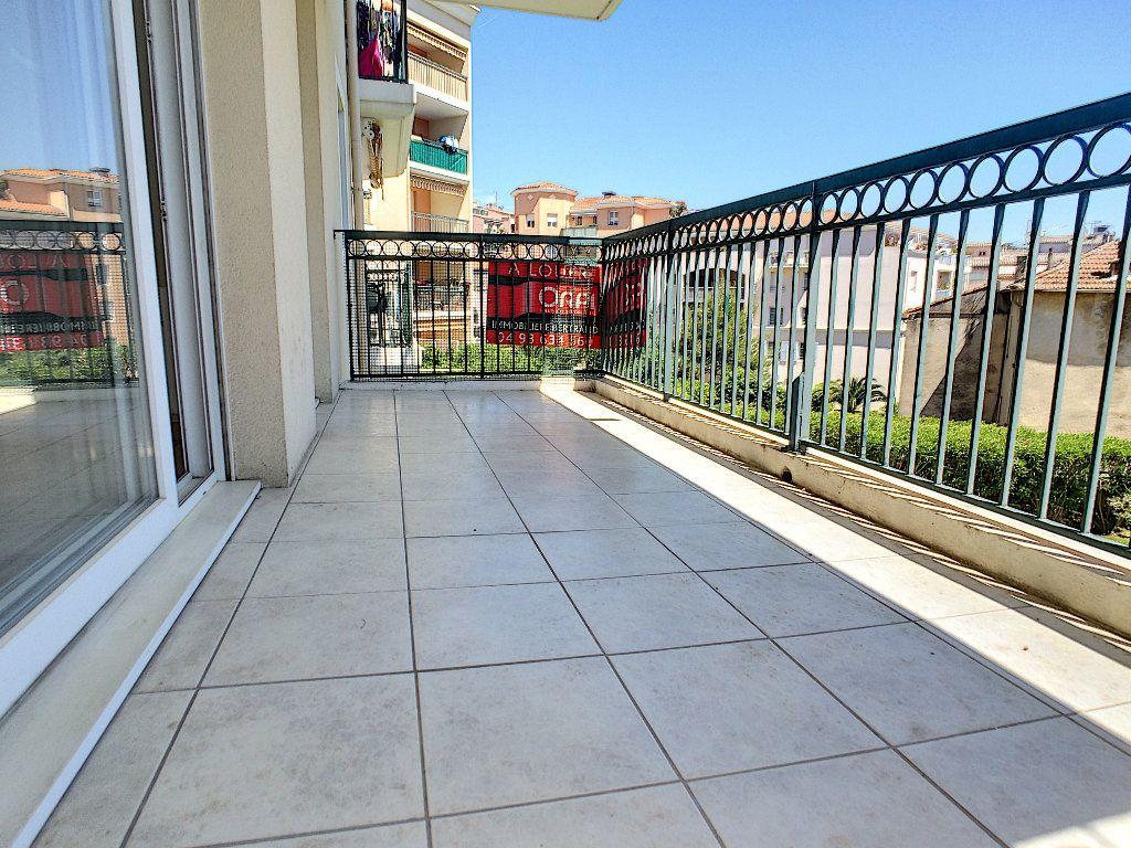 Appartement à louer 2 45m2 à Vallauris vignette-1