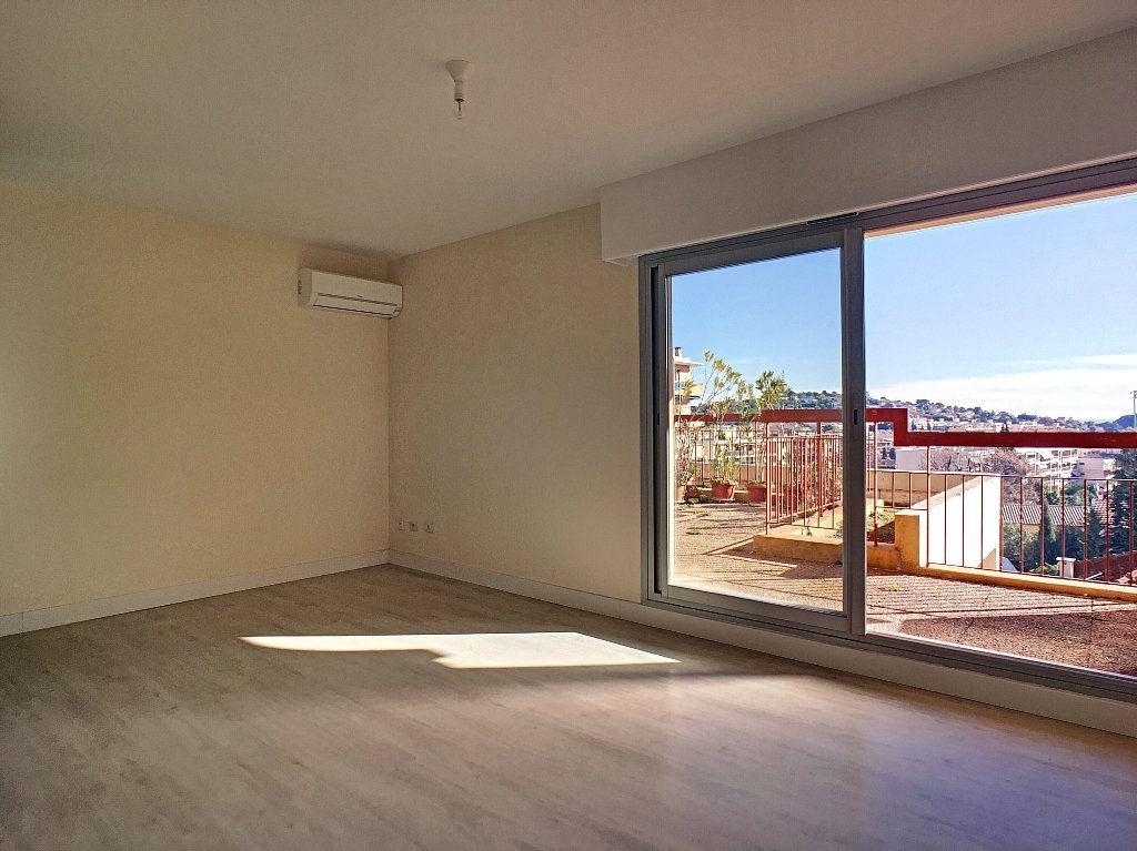 Appartement à louer 1 25m2 à Vallauris vignette-2