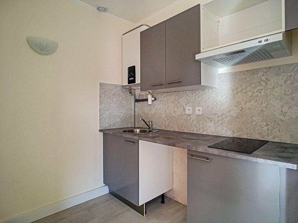 Appartement à louer 1 25m2 à Vallauris vignette-4