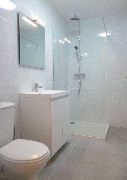 Appartement à louer 1 25m2 à Vallauris vignette-5