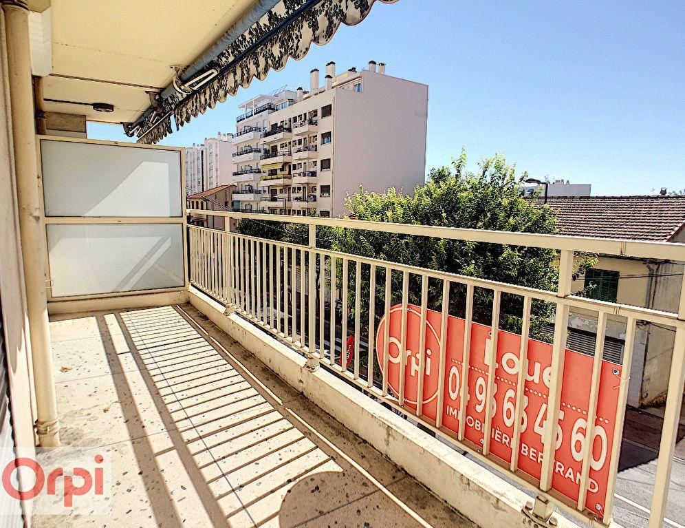 Appartement à louer 3 65.39m2 à Antibes vignette-2