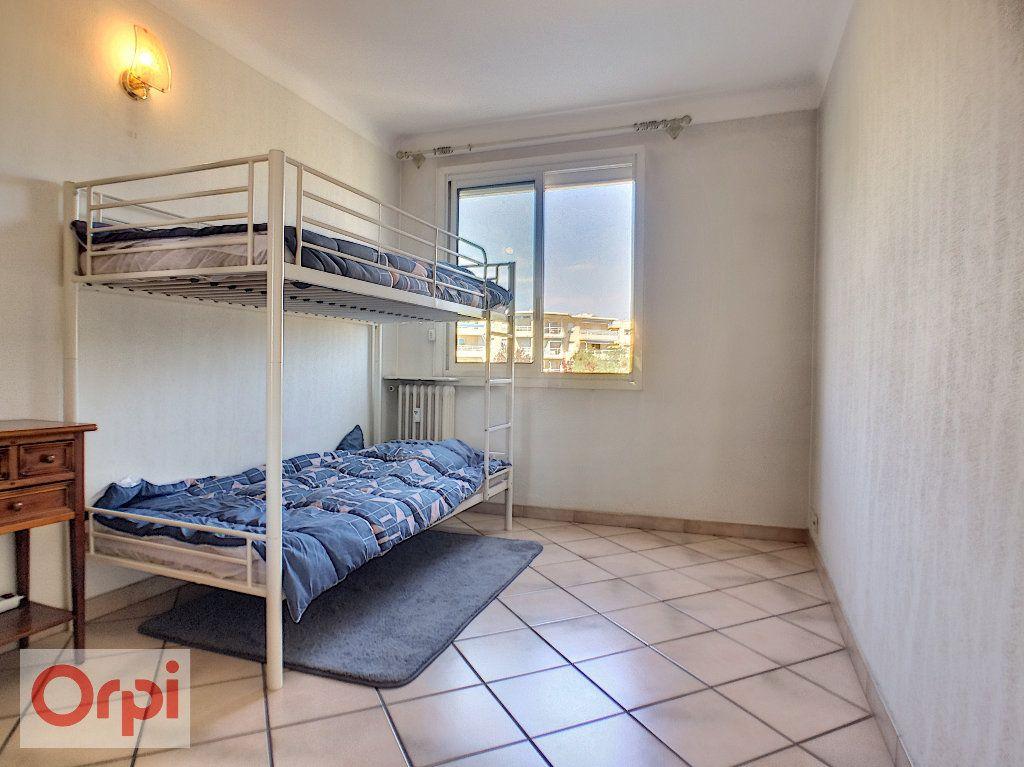 Appartement à louer 3 65.39m2 à Antibes vignette-5