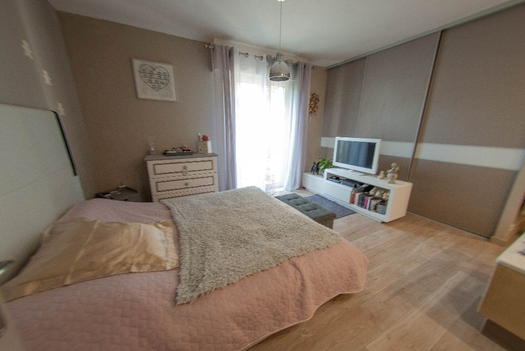 Maison à vendre 5 175m2 à Biot vignette-14
