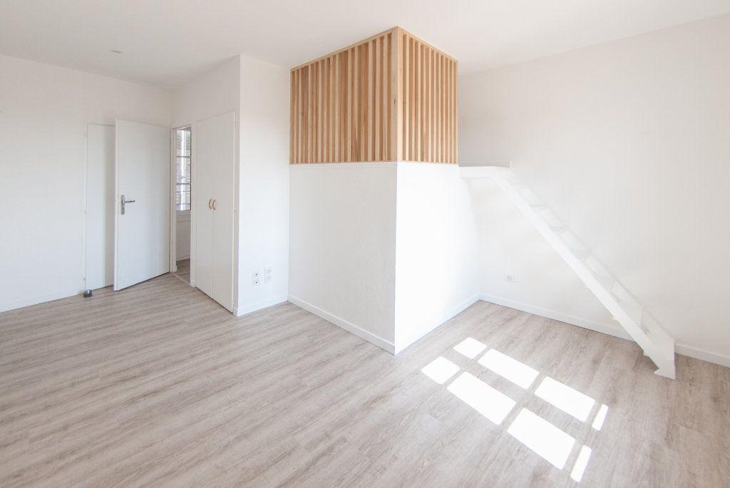 Appartement à louer 4 120.61m2 à Biot vignette-11