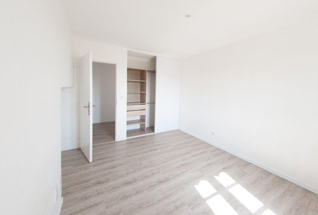 Appartement à louer 4 120.61m2 à Biot vignette-12